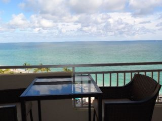 Modern Condo BEACH overlooking the ocean-Hallandal, Fort Lauderdale