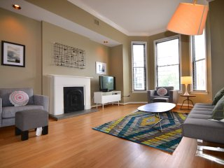DePaul 4 Bedroom - Sleeps 10!, Chicago