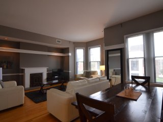 Bright & Spacious 4 Bedroom - DePaul!, Chicago
