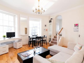 Spacious Marylebone Gloucester Place apartment in Westminster with WiFi.