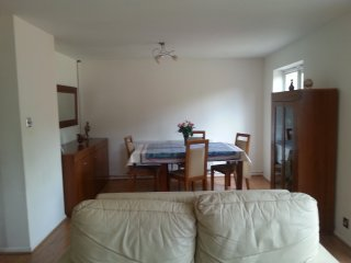 Spacious House with Three Bedrooms, Walton-On-Thames