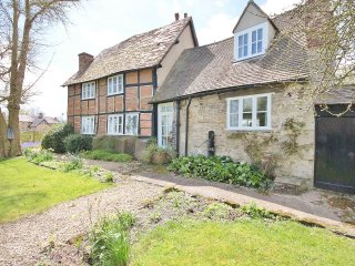 Country Cottage in Rural yet Convenient Location, Toot Baldon