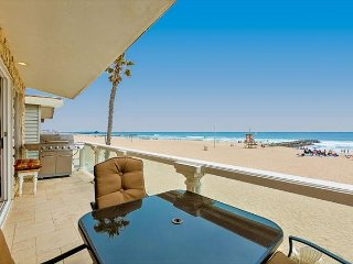 20% OFF OCT/NOV DATES - Family Beach Home on the SAND with Large Balcony, Newport Beach