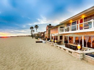25% OFF JAN+FEB! On the SAND, Large Balcony w/ Endless Ocean Views - BOOK NOW