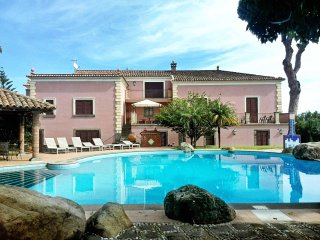 Villa Torremare: spacious villa with a swimming pool, Carruba