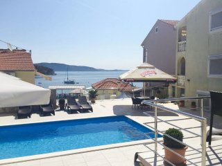 Apartment mit Pool in Dalmatien direkt am Meer, Iz