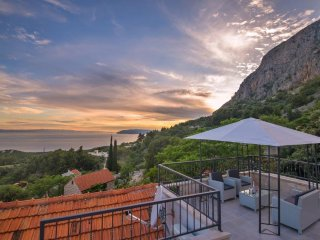 Stone house/pool/gorgeous view/value for money!!, Makarska