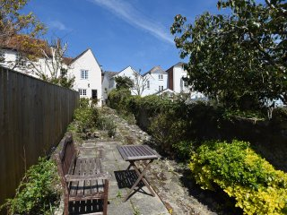 Three bedroom Georgian Cottage Cowes with parking and garden