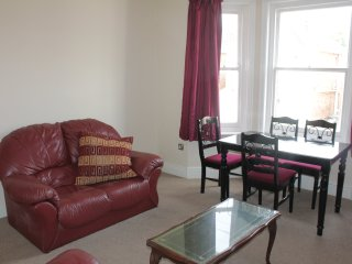 2 Double bedroom flat, with south facing garden., Bournemouth