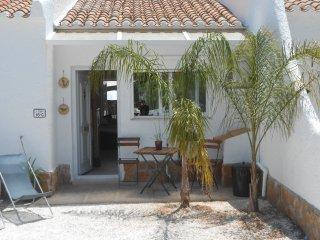 casa en residencial con piscina comunitaria