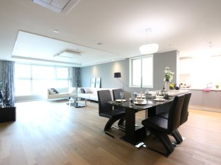 [5min from Subway] Luxurious Trendy Gangnam Apt, Seoul