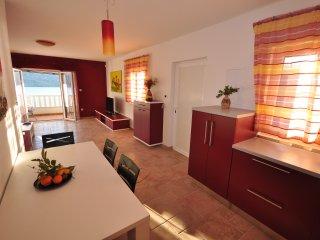 007 Duplex apartment with pool close to sea, Poljica