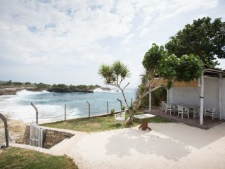 THREE BEDROOMS SLEEP SWIM DREAM BEACH FRONT WITH AMAZING VIEW AT SANDY BAY BEACH, Nusa Lembongan