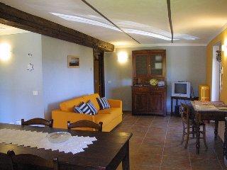 sul bric dei capalot - appartamento arancio, La Morra