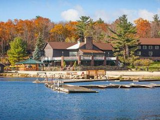 Beautiful Split Rock Resort on Lake Harmony, Lago Harmony