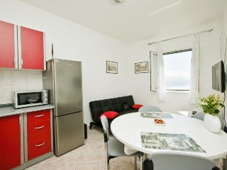 Tone Beach Apartment - Twenty meters from beautiful beach, Kastel Stafilic