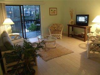 Romantic Getaway Large 1 Bedroom Ground Floor Villa .. Just Steps from the Beach
