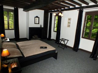 Au Moulin 1771-Traditional B&B SW France-Chambre B