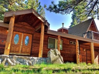 Authentic Tahoe Getaway with Hot Tub, South Lake Tahoe