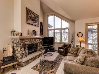 Slope-Side Luxury 4BR w/ Hot Tub & River Rock Fireplace, Walk to Ski Resort