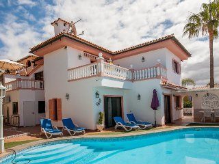 VILLAMAR TENERIFE SOUTH WITH PRIVATE POOL, Los Cristianos