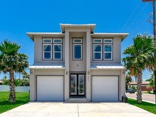 Chrome Beach: PRIVATE POOL, Boardwalk to Beach, 4 Master Suites, 6 baths, Port Aransas