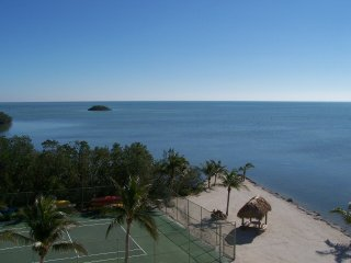 Oceanfront End Unit, Great Water Views, Pool, WiFi, Islamorada