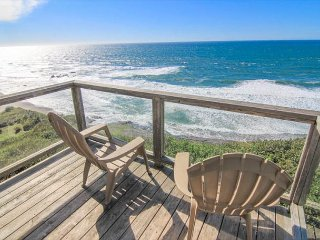 Easy-Access Oceanfront Home has Fabulous Views, Lincoln City