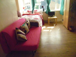 LONDON CHALFORD 2 BED FLAT. SLEEPS, 2-10., Londen