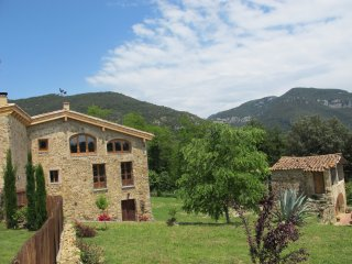 Traditional stone farmhouse for all year walking, Sales De Llierca