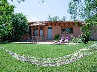 Casa rural interior Costa Brava. Jardín y piscina