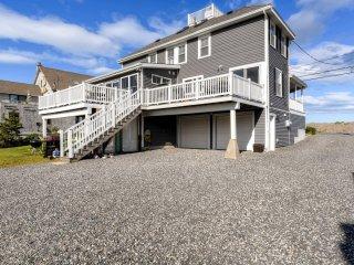 Blissful 3BR Rye Beach House w/Oceanfront Views