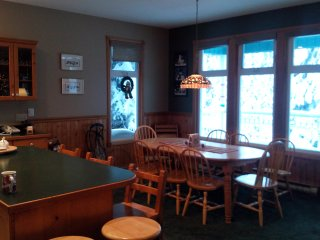 Fantastic Location on the Knoll,  Ski in Ski out., Silver Star
