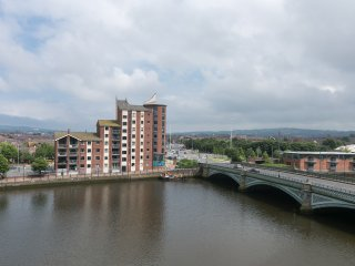 Fantastic 3 bedroom waterfront apt WIFI PARKING, Belfast