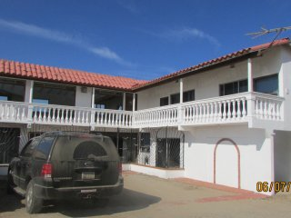 LAS GAVIOTAS 4 BED 3 BATH W/OCEAN VIEW, Ensenada