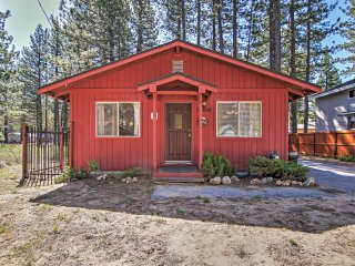 South Lake Tahoe Cabin w/Fireplace & Dog Run!