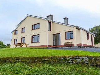 KILLARY VISTA, open fire, all ground floor, sea views, Tyllcross, Ref 936615