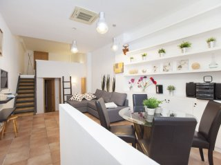 Duplex Gracia apartment in Gracia with WiFi & airconditioning.