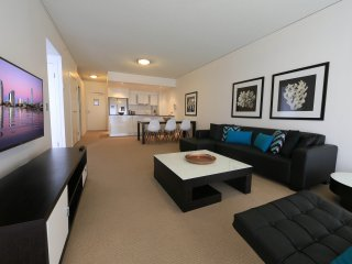 3bed 2bath lvl 11 Ocean Views Heart of Broadbeach