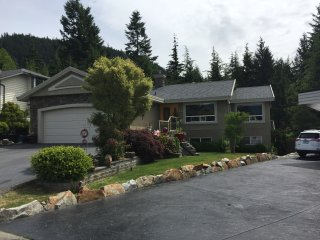 Fabulous and Cosy 2 bedroom House only 35 minutes from Whistler Creekside!