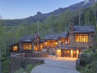 Amazing home with breath-taking views, private hot tub, great outdoor space in Aldasoro Ranch - Villa Mendia, Telluride