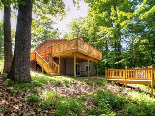 'Red Cedar Lake Narrows Hideaway' Recently Renovated 3BR Rice Lake House w/ Wifi, Outdoor Fire Pit, Large Private Deck & Stunning Water Views - Easy Access to Countless Outdoor Activities!