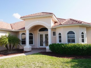 Villa Tropicana with boat dock, Cape Coral