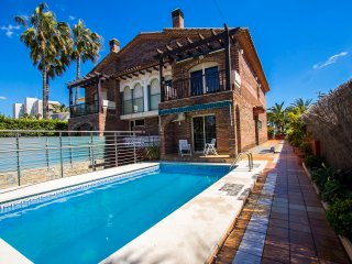 Alluring villa in Cambrils, just steps away from the beaches of Costa Dorada!