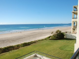 No 3 @Darenay 3 bedroom oceanfront Apartment, Mermaid Beach