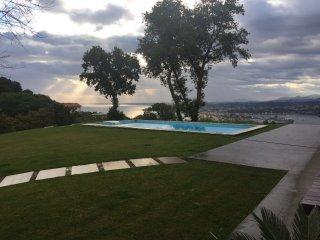 Villa adosada con piscina/vista Bahía Txingudi/Hondarribia