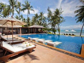 Baan Kilee 8-BR beachfront free-4-kids, Lipa Noi