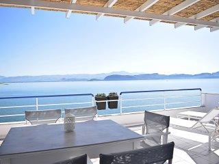 Unique Waterfront Two Bedroom Loft Apartment, Amazing Sea View, Kiveri, Nafplion