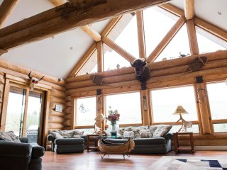 LUXURY SKI CABIN LAKEFRONT LOG HOME  4 KAYAKS/1 PADDLEBOARD.ONE MAN PONTOON BOAT
