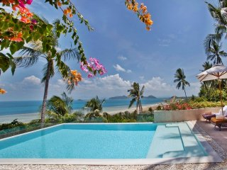 4 Bedroom Seaview 5 Star Service with Car & Driver